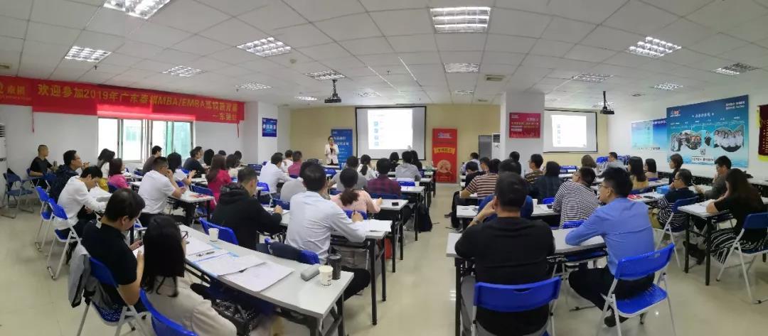 西工大东莞MBA/EMBA招生老师在教育展